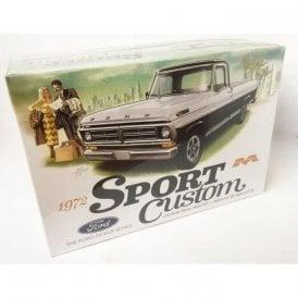 Moebius Models 1972 Ford Pickup Sport Custom - 1:25 Scale Car Kit