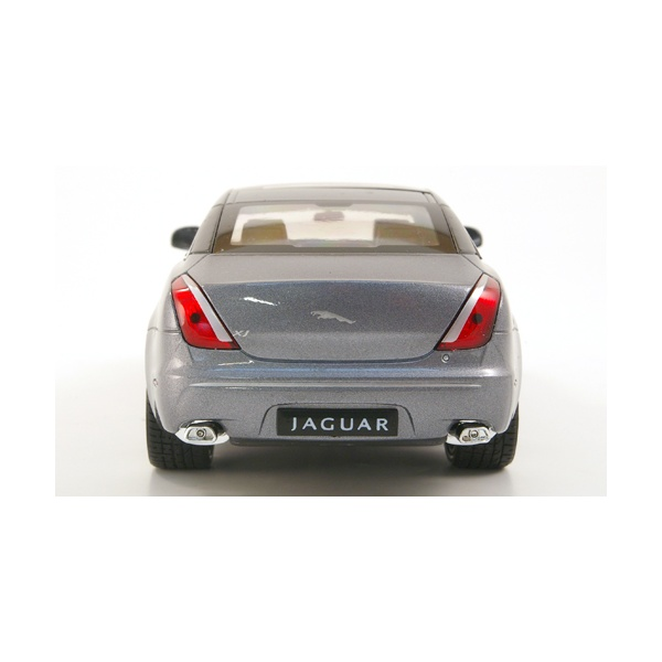 2010 Jaguar Coupe: Welly Diecast 2010 Jaguar XJ