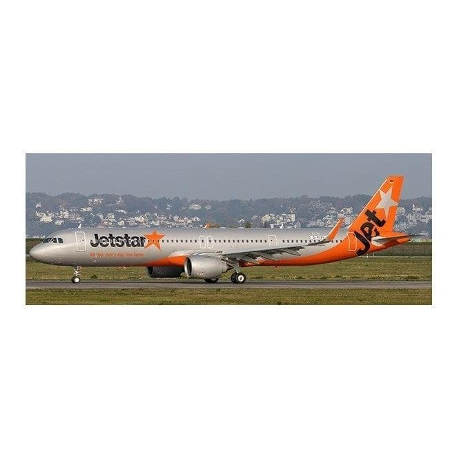 JC Wings 1:400 Airbus A321neo Jetstar Japan Reg - JA26LR (With Antenna)