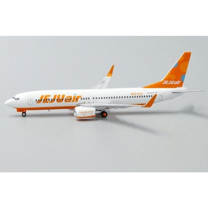 JC Wings 1:400 Boeing 737-800 Jeju Air - Reg HL8318 (With Antenna)