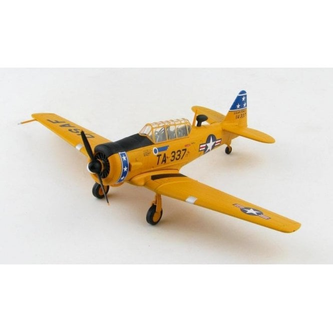 Hobby Master 1:72 T-6G Texan 51-14337, 75th FIS, Presque Isle AFB, 1952