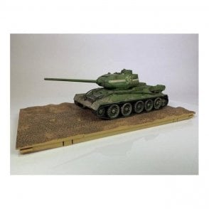 Forces of Valor 1:32 Soviet T-34/85 Medium Tank - 55th Guards Tank Brigade, 7th Guards Tank Corps, Berlin, 1945