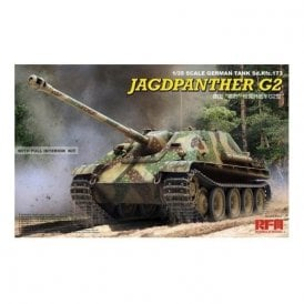 Rye Field Model 1:35 Sd.Kfz.173 Jagdpanther G2 with full interior, workable track links & Resin Figure Military Model Kit